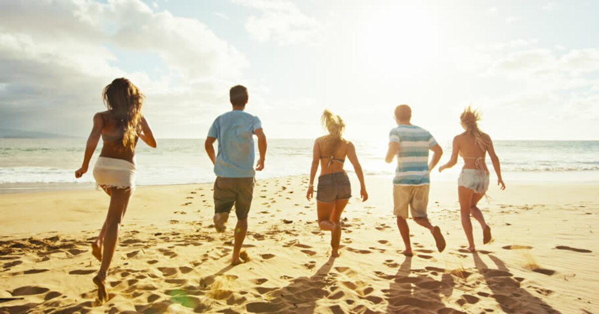 summer-friends-beach