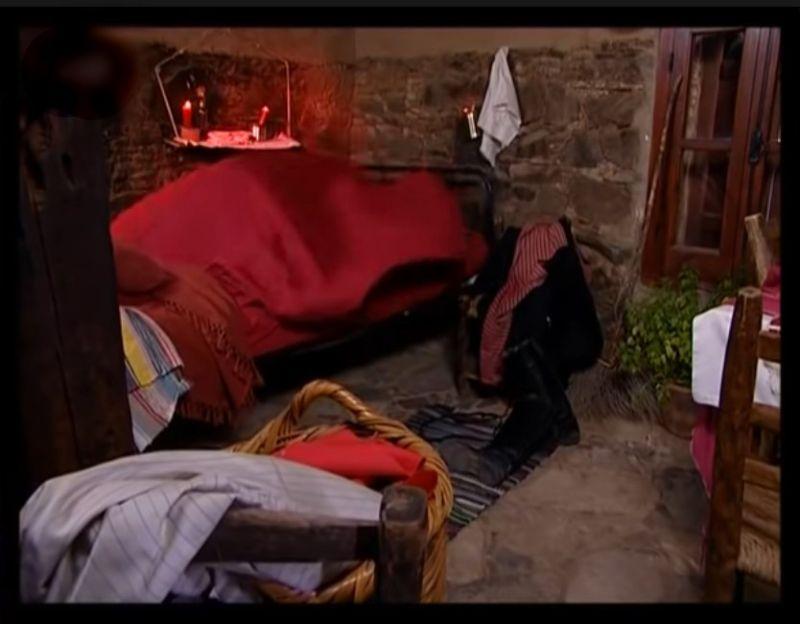 aigia-fuxia-bedroom