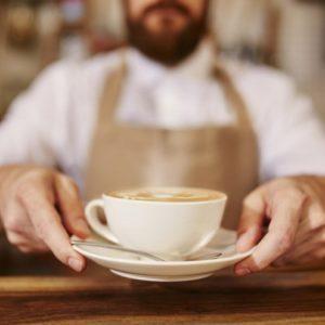 Ένας ζεστός καφές σε ένα chic cafe